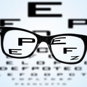 очки и буквы на их фоне миопия размытая картинка проблемы со зрением