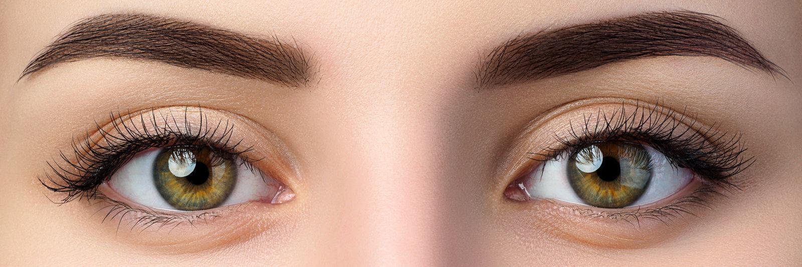 крупным планом глаза девушки зеленые